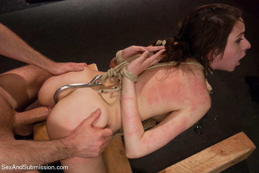 впечатлительным людям секс по неволе рабыни новости нашей ленте