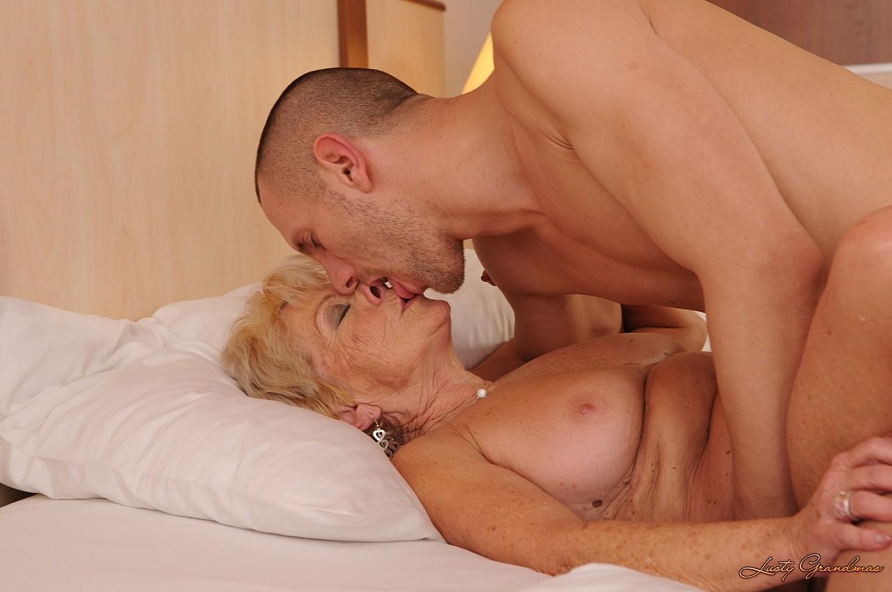 Секс старого с молодой любовницей 11