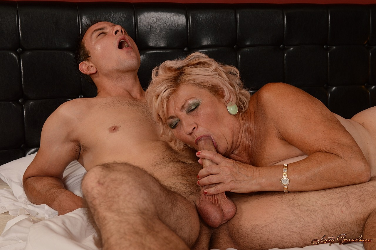 Молодой парень старый женщина секс сорок